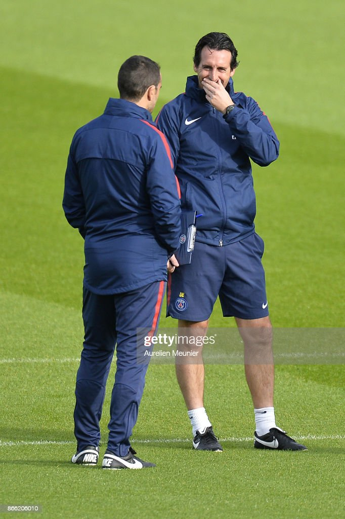 Paris Saint-Germain Head Coach Unai Emery speaks with his assistant as he arrives for a Paris Saint-Germain practice session at Centre Ooredoo on October 25, 2017 in Paris, France.