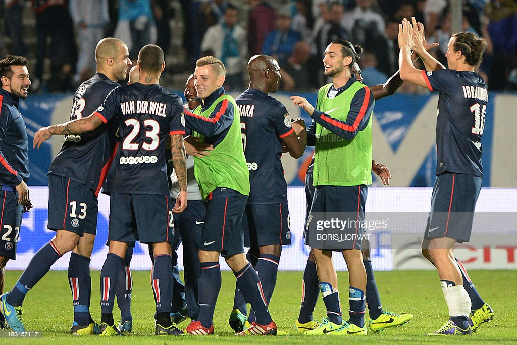 Paris Saint-Germain players celebrate at the end of the French L1 football match Olympique de Marseille (OM) vs Paris Saint-Germain (PSG) on October 6, 2013 at the Velodrome stadium in Marseille, southern France. AFP PHOTO / BORIS HORVAT