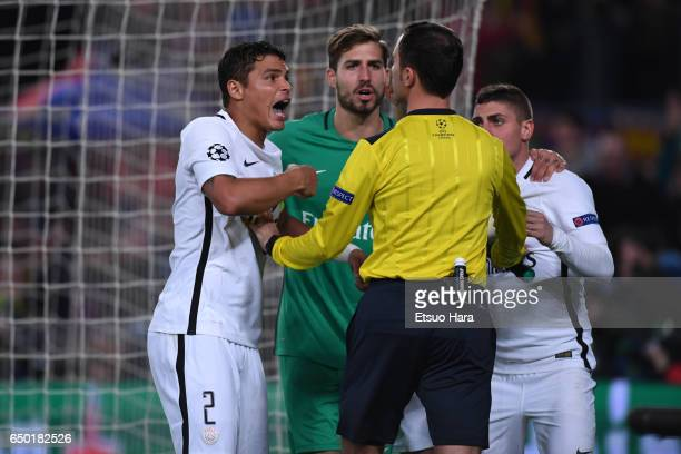 Paris SaintGermain players protest against the penalty decision by referee Deniz Aytekin during the UEFA Champions League Round of 16 second leg...