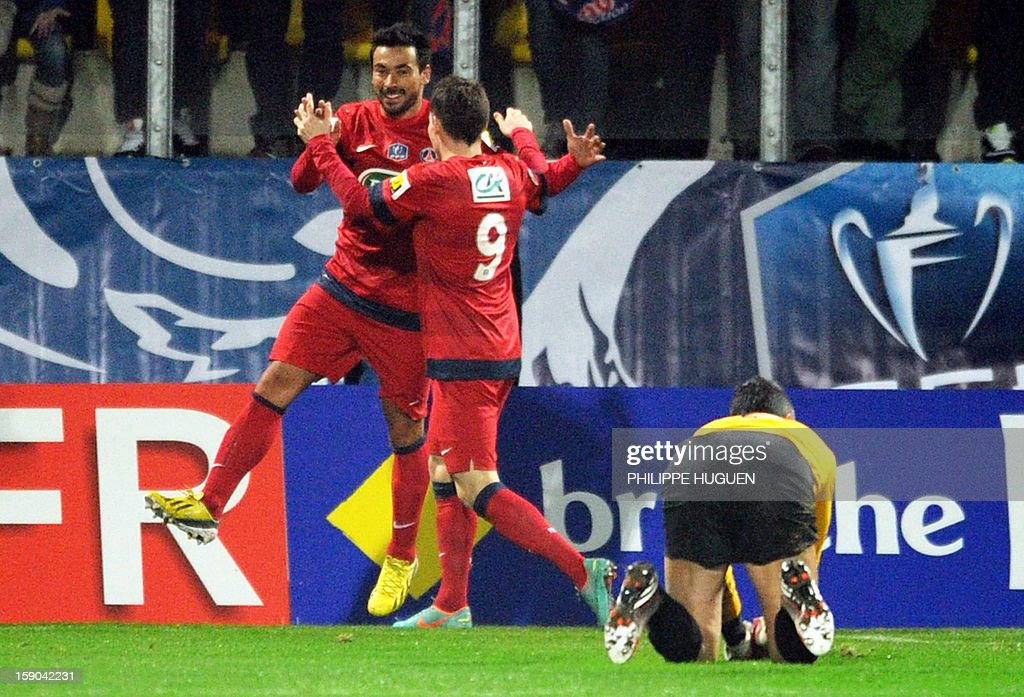 Paris Saint-Germain's Argentine forward Ezequiel Lavezzi (L) celebrates after scoring a goal during the French cup football match Arras vs Paris Saint-Germain, on January 6, 2013 at the Epopee Stadium in Calais, northern France. AFP PHOTO / PHILIPPE HUGUEN