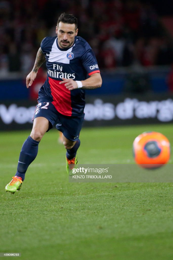 Paris Saint-Germain's Argentine forward Ezequiel Lavezzi runs during the French L1 football match between Paris Saint-Germain (PSG) and Lille (LOSC) in Paris on December 22, 2013.