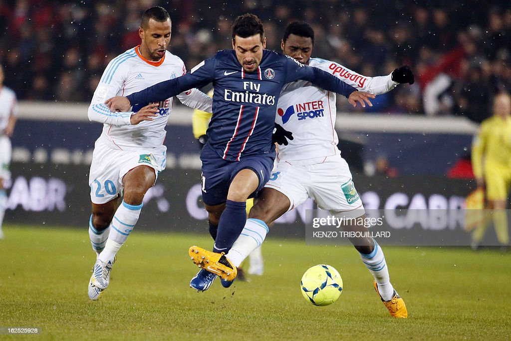 Paris Saint-Germain's Argentine forward Ezequiel Lavezzi (C) vies with Marseille's French forward Alaixys Romao (L) and French forward Jordan Ayew during the French L1 football match Paris Saint-Germain (PSG) vs Olympique de Marseille (OM) on February 24, 2013 at the Parc des Princes stadium in Paris. AFP PHOTO KENZO TRIBOUILLARD
