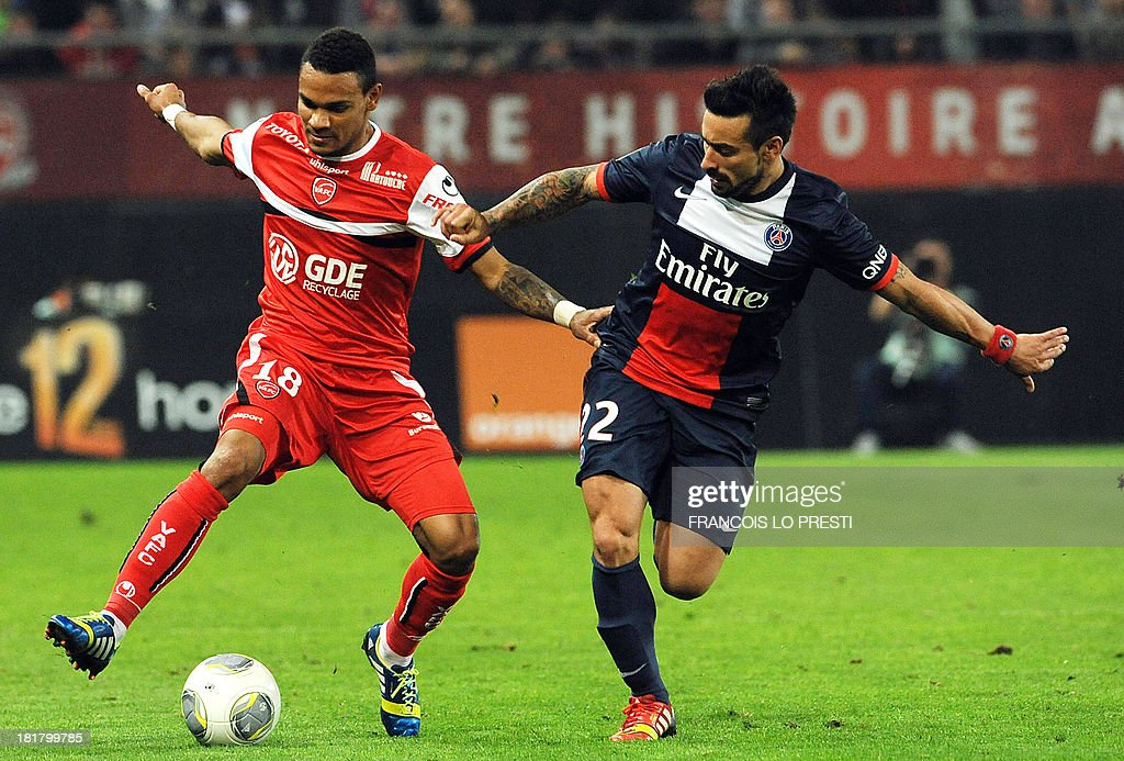 Paris Saint-Germain's Argentine forward Ezequiel Lavezzi (R) vies with Valenciennes' French defender Kenny Lala during a French L1 football match between Valenciennes and Paris Saint-Germain on September 25, 2013 at the Stade du Hainaut in Valenciennes, northern France.