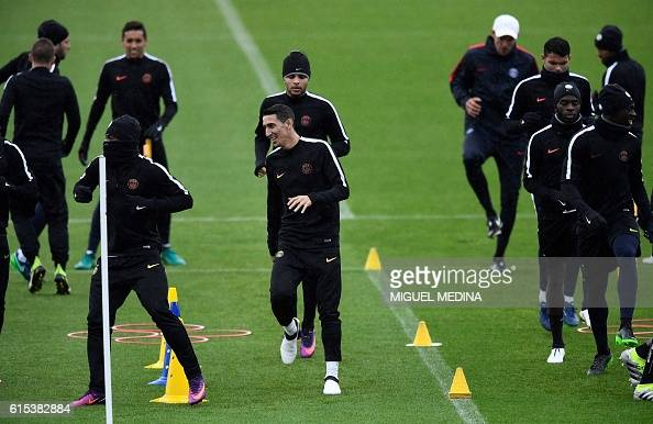 Paris SaintGermain's argentinian forward Angel Di Maria and Paris SaintGermain's french defender Layvin Kurzawa and teammates run during a training...