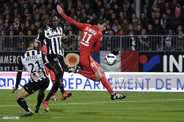 Paris SaintGermain's Argentinian forward Angel Di Maria vies for the ball with Angers' French defender Yoann Andreu during the French L1 football...