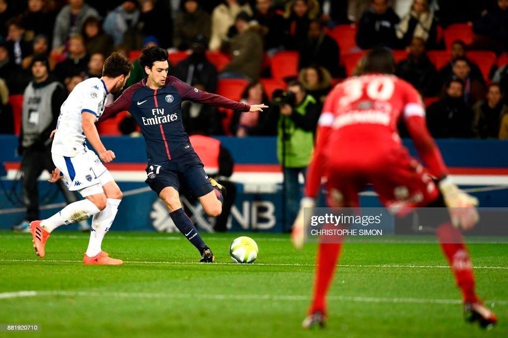Paris Saint-Germain's Argentinian forward Javier Pastore (C) kicks the ball during the French L1 football match between Paris Saint-Germain (PSG) and Troyes at the Parc des Princes stadium in Paris on November 29, 2017. /