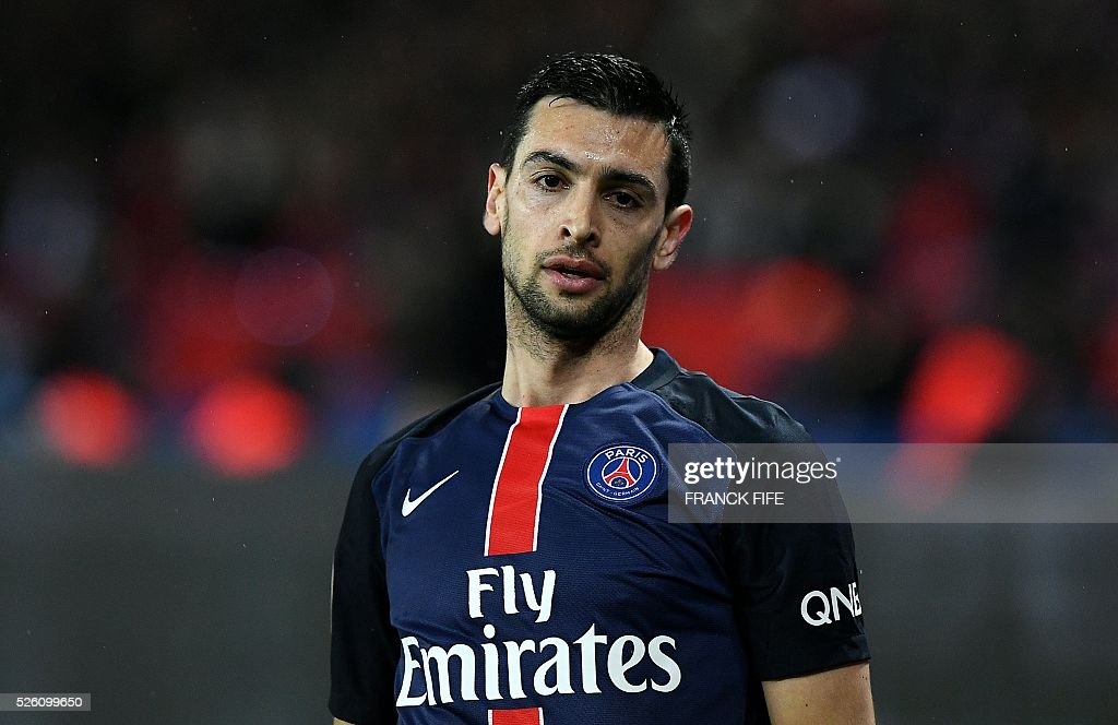 Paris Saint-Germain's Argentinian midfielder Javier Pastore reacts during the French L1 football match between Paris Saint-Germain and Rennes at the Parc des Princes stadium in Paris on April 30, 2016. / AFP / FRANCK