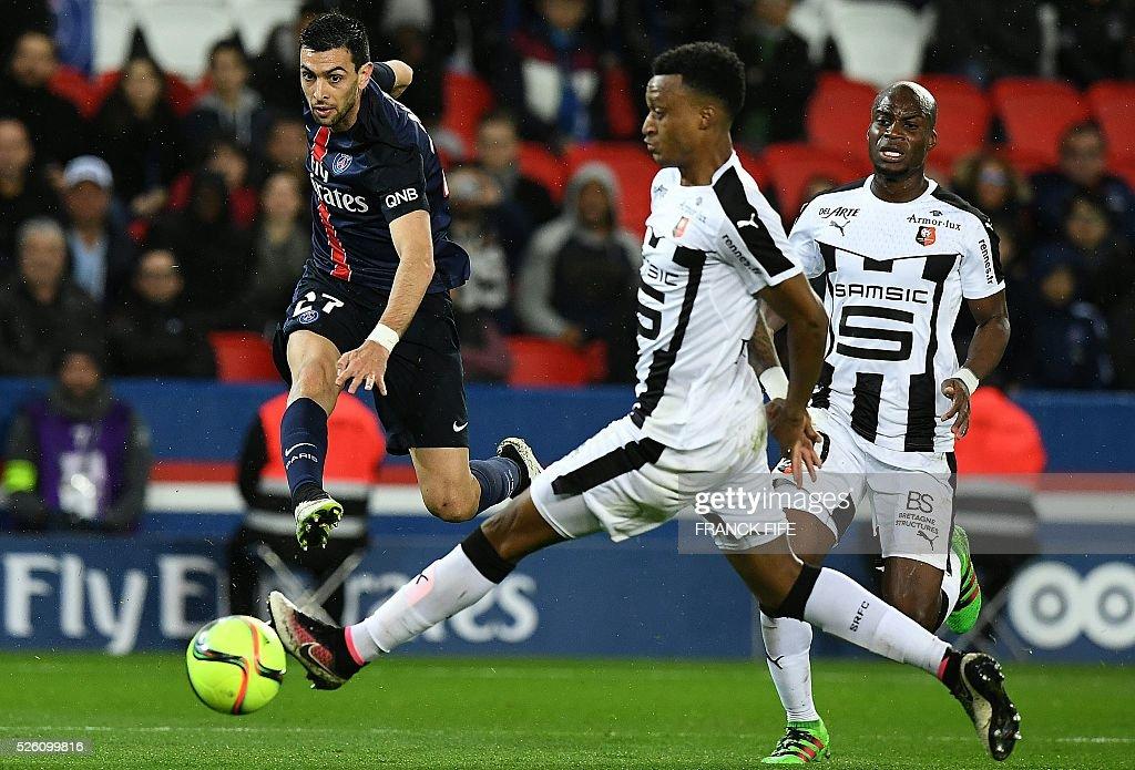 Paris Saint-Germain's Argentinian midfielder Javier Pastore strikes during the French L1 football match between Paris Saint-Germain and Rennes at the Parc des Princes stadium in Paris on April 30, 2016. / AFP / FRANCK