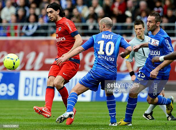 Paris SaintGermain's Argentinian midfielder Javier Pastore vies for the ball with Troyes' French midfielder Benjamin Nivet during the French L1...
