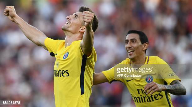 Paris SaintGermain's Belgian defender Thomas Meunier celebrates his goal with Paris SaintGermain's Argentinian forward Angel Di Maria during the...