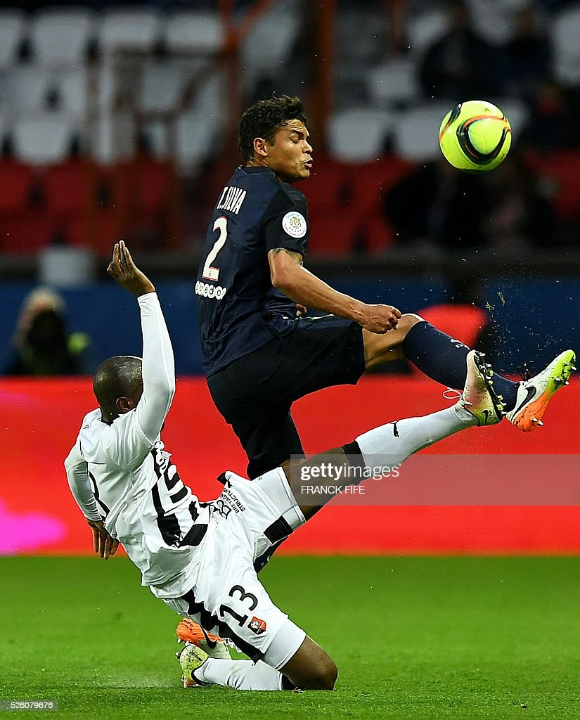 Paris Saint-Germain's Brazilian defender Thiago Silva (R) vies with Rennes' Ivorian forward Giovanni Sio during the French L1 football match between Paris Saint-Germain and Rennes at the Parc des Princes stadium in Paris on April 30, 2016. / AFP / FRANCK