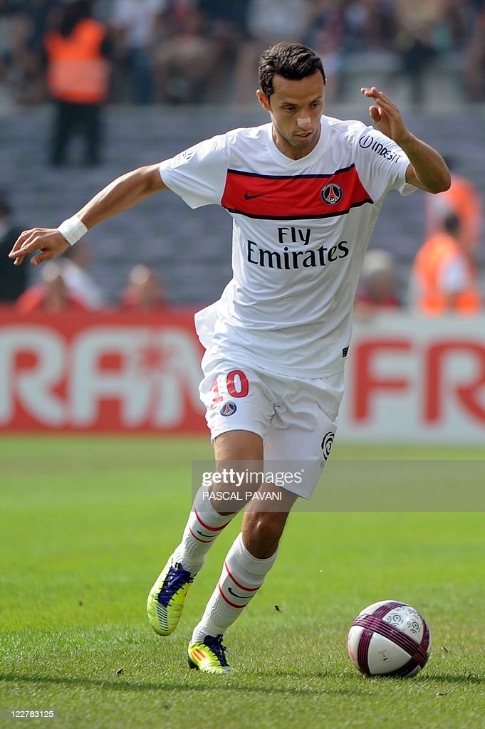 Paris Saint-Germain's Brazilian forward Nene runs with the ball during the French L1 football match Toulouse vs. Paris Saint-Germain, on August 28, 2011 at the municipal Stadium in Toulouse. Paris Saint-Germain (PSG) won 3-1. AFP PHOTO/PASCAL PAVANI