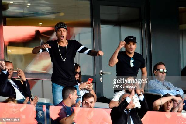 Paris SaintGermain's Brazilian forward Neymar a close friend Jo Amancio and other friends react as they attend the French L1 football match between...
