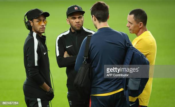 Paris SaintGermain's Brazilian forward Neymar and Paris SaintGermain's Brazilian defender Dani Alves attend a training session at the Constant Vanden...
