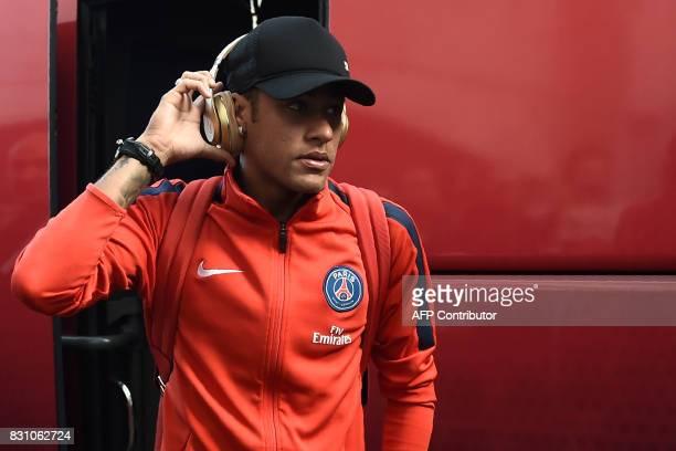 Paris SaintGermain's Brazilian forward Neymar arrives at the Roudourou stadium prior to the French L1 football match Paris SaintGermain vs En Avant...