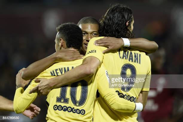 TOPSHOT Paris SaintGermain's Brazilian forward Neymar Paris SaintGermain's French forward Kylian Mbappe and Paris SaintGermain's Uruguayan forward...