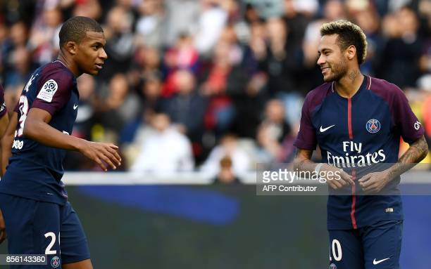 Paris SaintGermain's Brazilian forward Neymar reacts with Paris SaintGermain's French forward Kylian Mbappe during the French Ligue 1 football match...