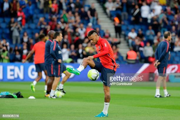 TOPSHOT Paris SaintGermain's Brazilian forward Neymar warms up prior to the French L1 football match Paris SaintGermain vs Toulouse FC at the Parc...
