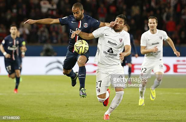Paris SaintGermain's Brazilian midfielder Lucas Moura challenges Metz's Argentinian defender Jose Luis Palomino during the French L1 football match...