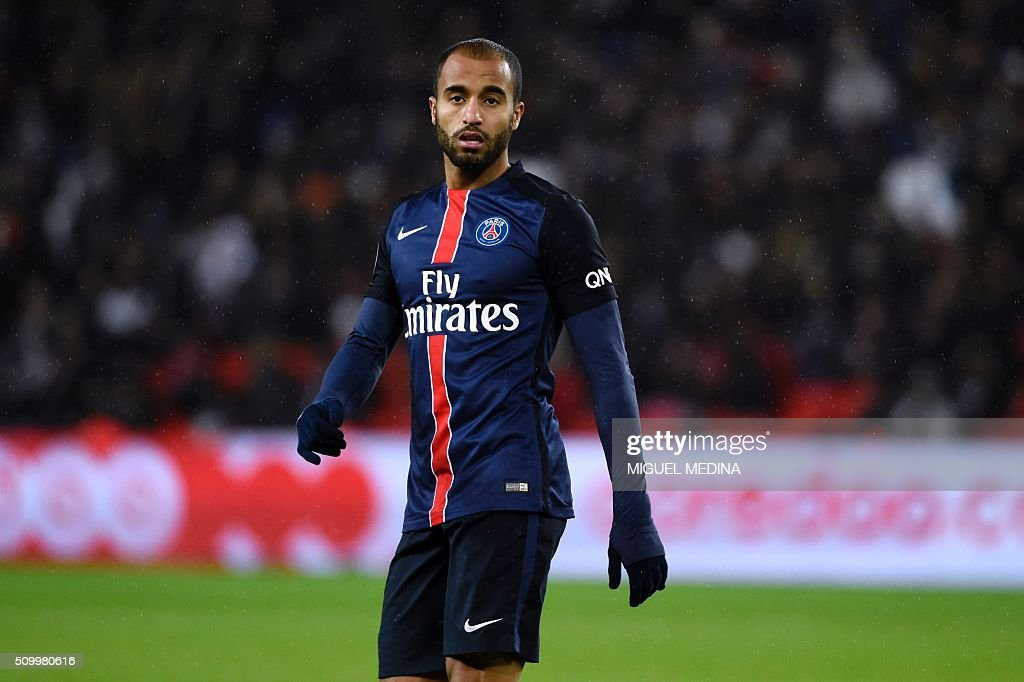 Paris Saint-Germain's Brazilian midfielder Lucas Moura looks on during the French L1 football match between Paris Saint-Germain (PSG) and Lille (LOSC) at the Parc des Princes stadium in Paris, on February 13, 2016. AFP PHOTO / MIGUEL MEDINA / AFP / MIGUEL MEDINA