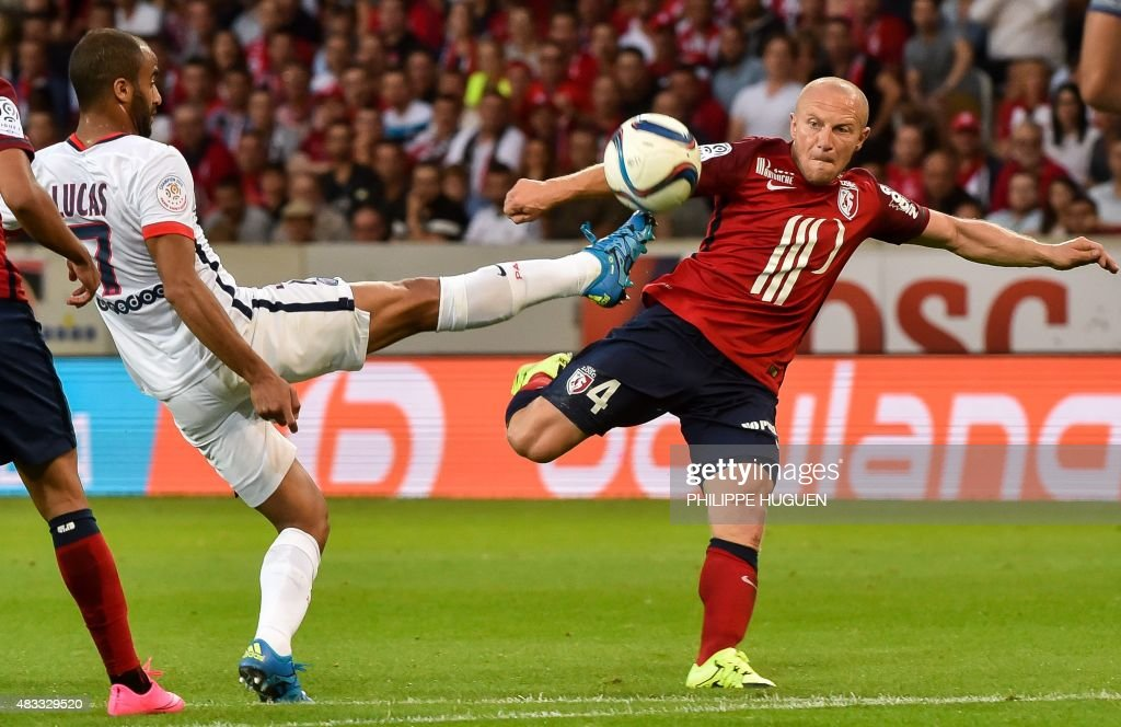 Paris Saint-Germain's Brazilian midfielder Lucas (L) vies with Lille's French midfielder Florent Balmont during the French L1 football match between Lille and PSG on August 7, 2015 at the Pierre Mauroy Stadium in Villeneuve d'Ascq.