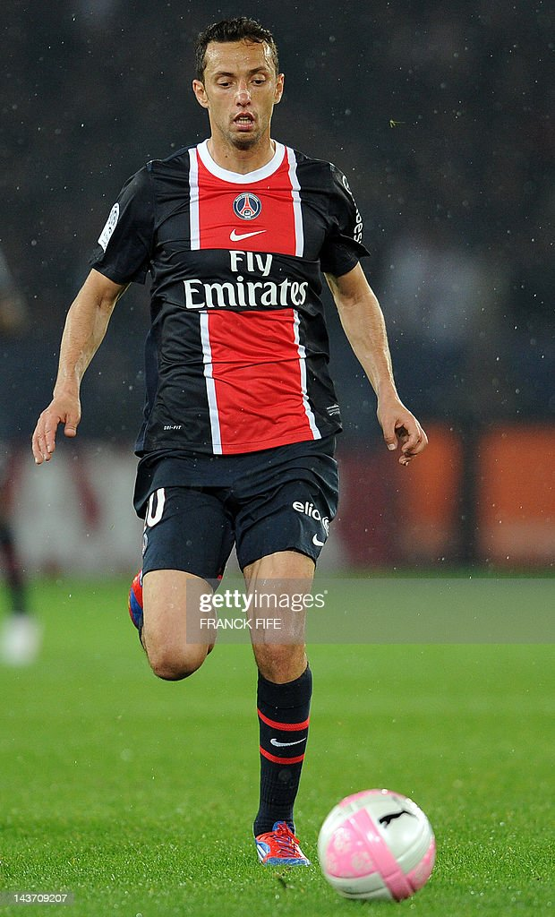 Paris Saint-Germain's brazilian midfielder Nene controls the ball during the French L1 football match Paris vs Saint-Etienne, on May 02, 2011 at the Parc des Princes stadium in Paris. Paris won 2-0. AFP PHOTO / FRANCK FIFE