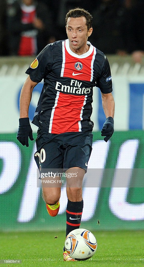 Paris Saint-Germain's Brazilian midfielder Nene runs with the ball during the UEFA Europa league football match Paris vs Athletic Bilbao on December 14, 2011 at the Parc des Princes stadium in Paris. Paris won 4-2. AFP PHOTO / FRANCK FIFE