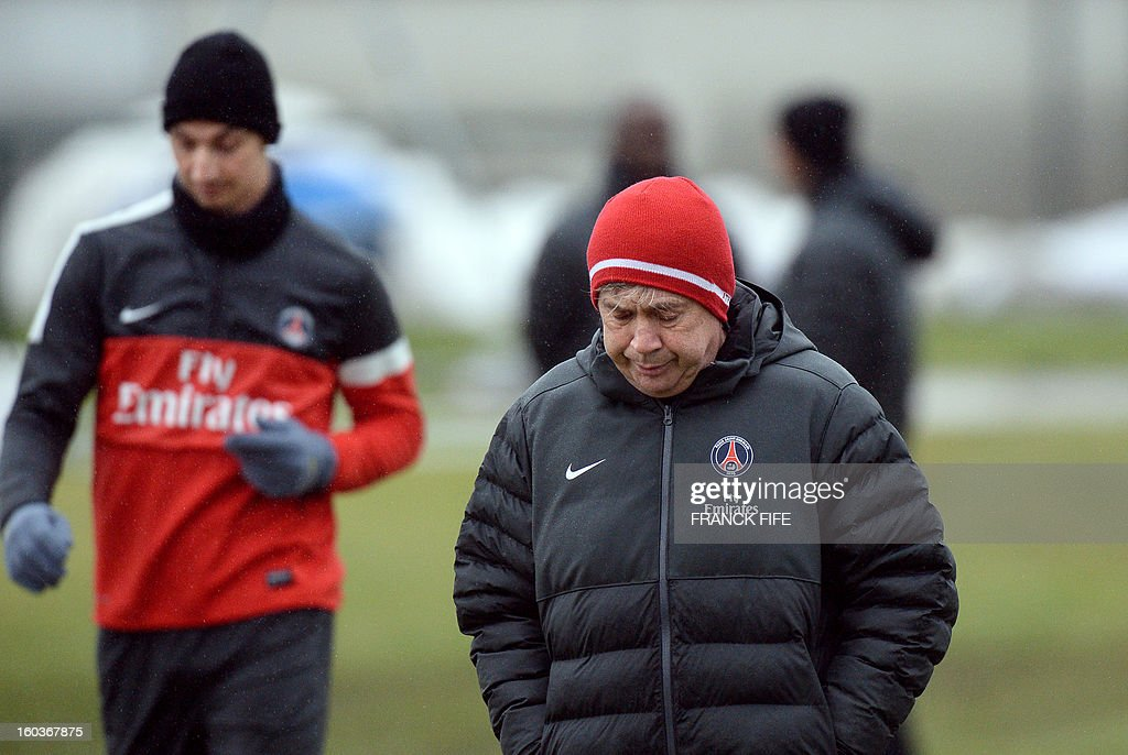 Paris Saint-Germain's coach Carlo Ancelotti (R) and Paris Saint-Germain's Swedish forward Zlatan Ibrahimovic take part in a training session on January 30, 2013 at the Camp des Loges in Saint-Germain-en-Laye, west of Paris.