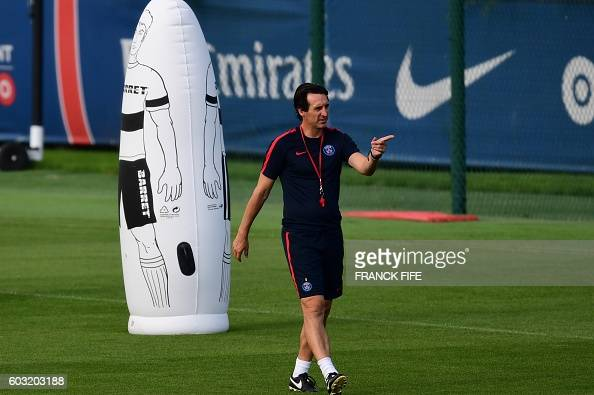 Paris SaintGermain's coach Unai Emery attends his team training session on the eve of the UEFA Champions League football match ParisSaint Germain vs...