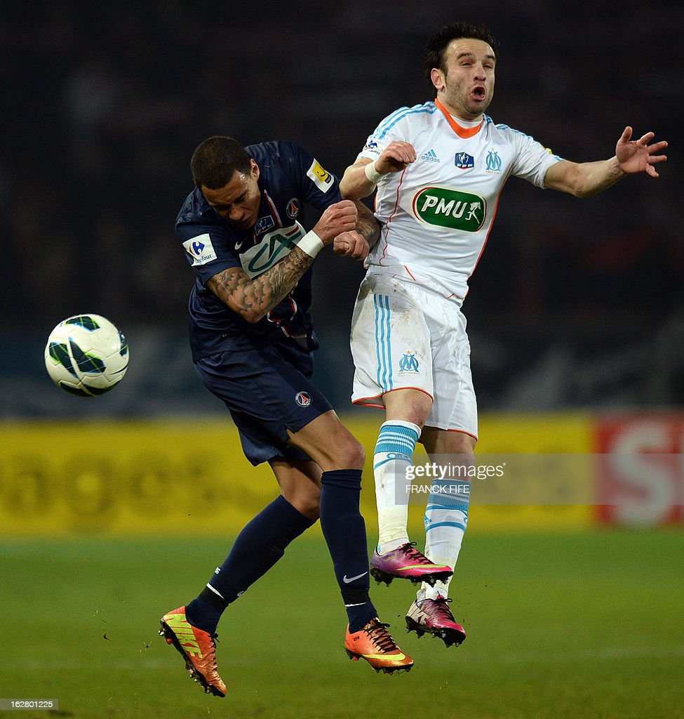 Paris Saint-Germain's defender Gregory Van Der Wiel (L) vies with Marseille's French midfielder Mathieu Valbuena during the French Cup football match Paris Saint-Germain (PSG) vs Olympique de Marseille (OM) on February 27, 2013 at the Parc-des-Princes stadium in Paris.