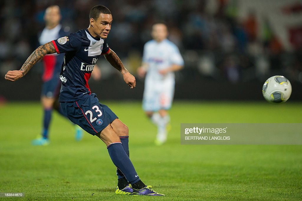 Paris Saint-Germain's Dutch defender Gregory Van der Wiel kicks the ball during the French L1 football match Olympique de Marseille vs Paris Saint-Germain on October 6, 2013 at the Velodrome stadium in Marseille, southern France. AFP PHOTO / BERTRAND LANGLOIS