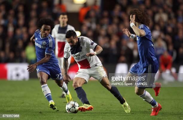 Paris SaintGermain's Ezequiel Lavezzi runs past Chelsea's David luiz