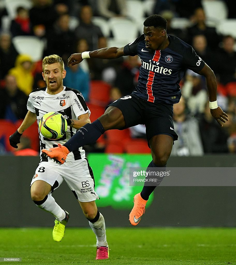 Paris Saint-Germain's French defender Serge Aurier (R) controls the ball next to Rennes' Brazilian forward Pedro Henrique during the French L1 football match between Paris Saint-Germain and Rennes at the Parc des Princes stadium in Paris on April 30, 2016. / AFP / FRANCK