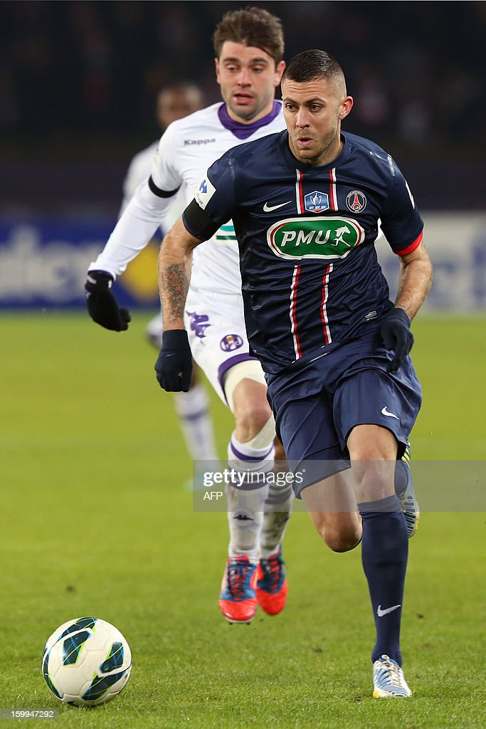 Paris Saint-Germain's French forward Jeremy Menez (C) runs with the ball during a French Cup round of 16 football match Paris Saint Germain vs Toulouse on January 23, 2013 at the Parc-des-Princes stadium in Paris.