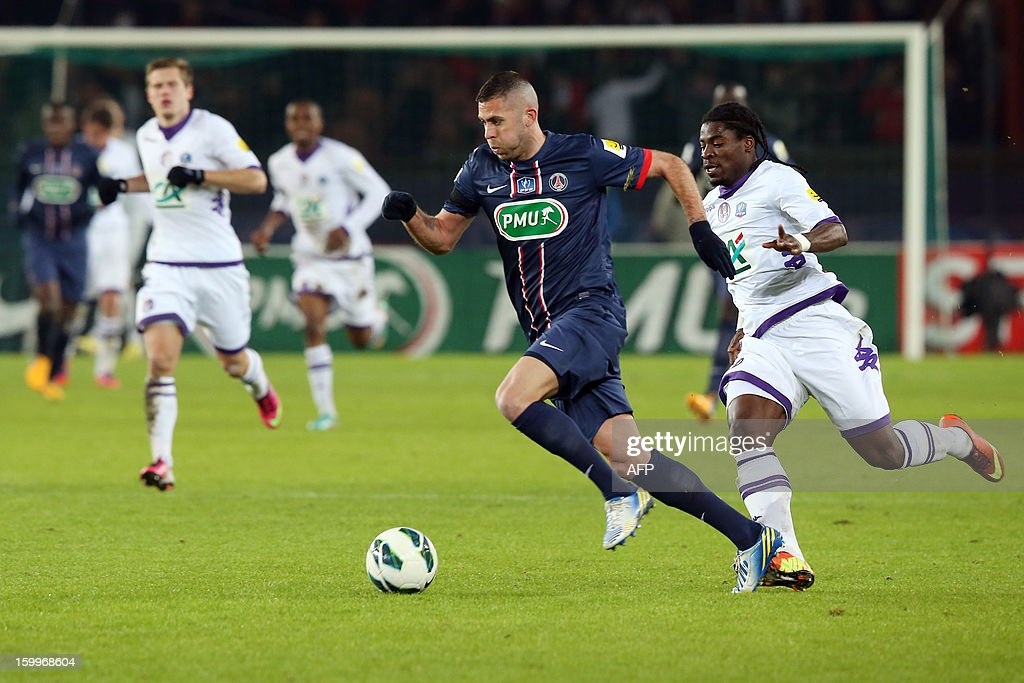 Paris Saint-Germain's French forward Jeremy Menez (C) runs with the ball during a French Cup round of 16 football match Paris Saint Germain (PSG) vs Toulouse (TFC) on January 23, 2013 at the Parc-des-Princes stadium in Paris.