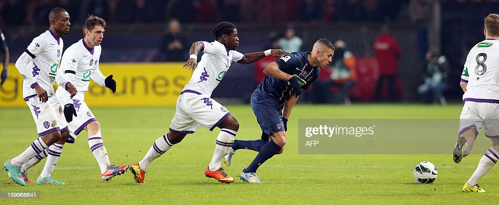 Paris Saint-Germain's French forward Jeremy Menez (2ndR) runs with the ball during a French Cup round of 16 football match Paris Saint Germain (PSG) vs Toulouse (TFC) on January 23, 2013 at the Parc-des-Princes stadium in Paris.