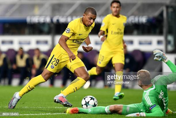 Paris SaintGermain's French forward Kylian M'Bappe vies for the ball with with Anderlecht's Belgian goalkeeper Matz Sels in front Paris...