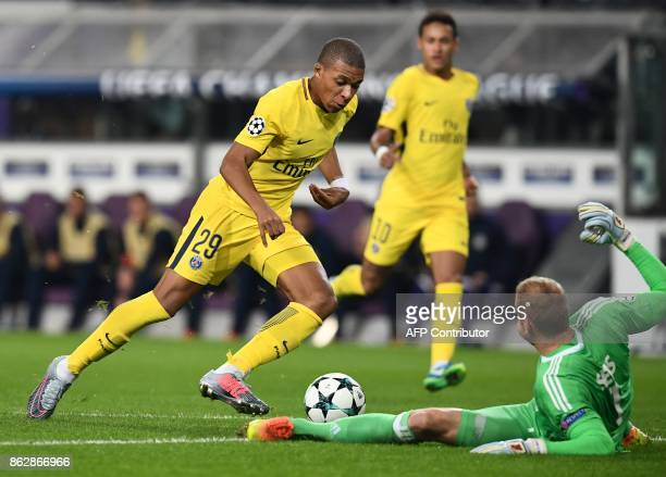 Paris SaintGermain's French forward Kylian Mbappe vies with Anderlecht's Belgian goalkeeper Matz Sels during the UEFA Champions League Group B...
