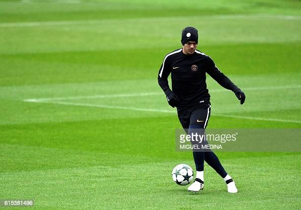 Paris SaintGermain's French goalkeeper Alphonse Areola is pictured during a training session at the Ooredoo PSG training center on October 18 2016 in...