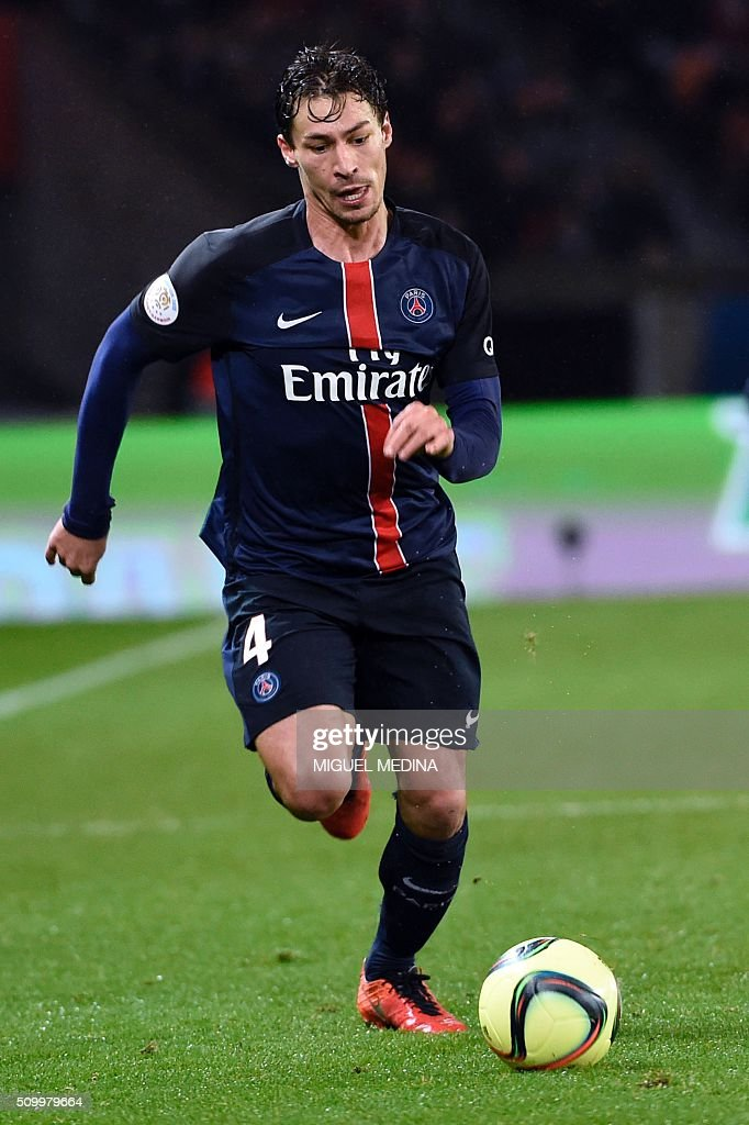 Paris Saint-Germain's French midfielder Benjamin Stambouli runs with the ball during the French L1 football match between Paris Saint-Germain (PSG) and Lille (LOSC) at the Parc des Princes stadium in Paris, on February 13, 2016. AFP PHOTO / MIGUEL MEDINA / AFP / MIGUEL MEDINA