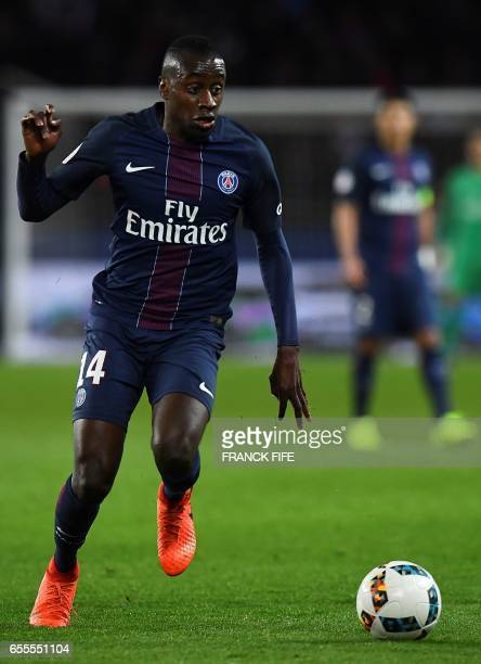 Paris SaintGermain's French midfielder Blaise Matuidi controls the ball during the French L1 football match between Paris SaintGermain and Olympique...