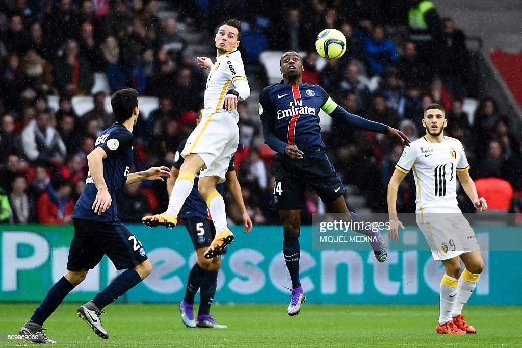 Paris Saint-Germain's French midfielder Blaise Matuidi (2nd R) heads the ball next to Lille's French midfielder Eric Bautheac (2nd L) during the French L1 football match between Paris Saint-Germain (PSG) and Lille (LOSC) at the Parc des Princes stadium in Paris, on February 13, 2016. AFP PHOTO / MIGUEL MEDINA / AFP / MIGUEL MEDINA