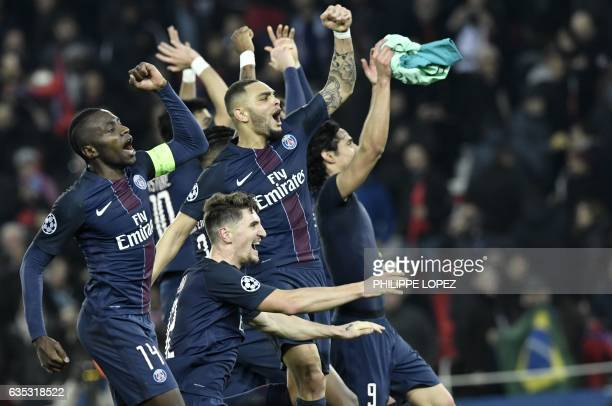 TOPSHOT Paris SaintGermain's French midfielder Blaise Matuidi Paris SaintGermain's Belgian defender Thomas Meunier Paris SaintGermain's French...