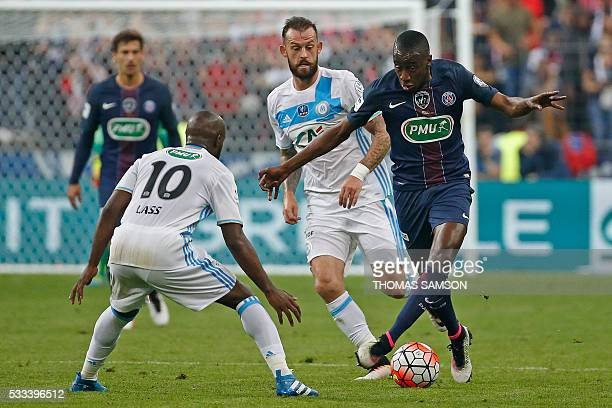 Paris SaintGermain's French midfielder Blaise Matuidi vies for the ball with Marseille's Scottish forward Steven Fletcher and Marseille's French...