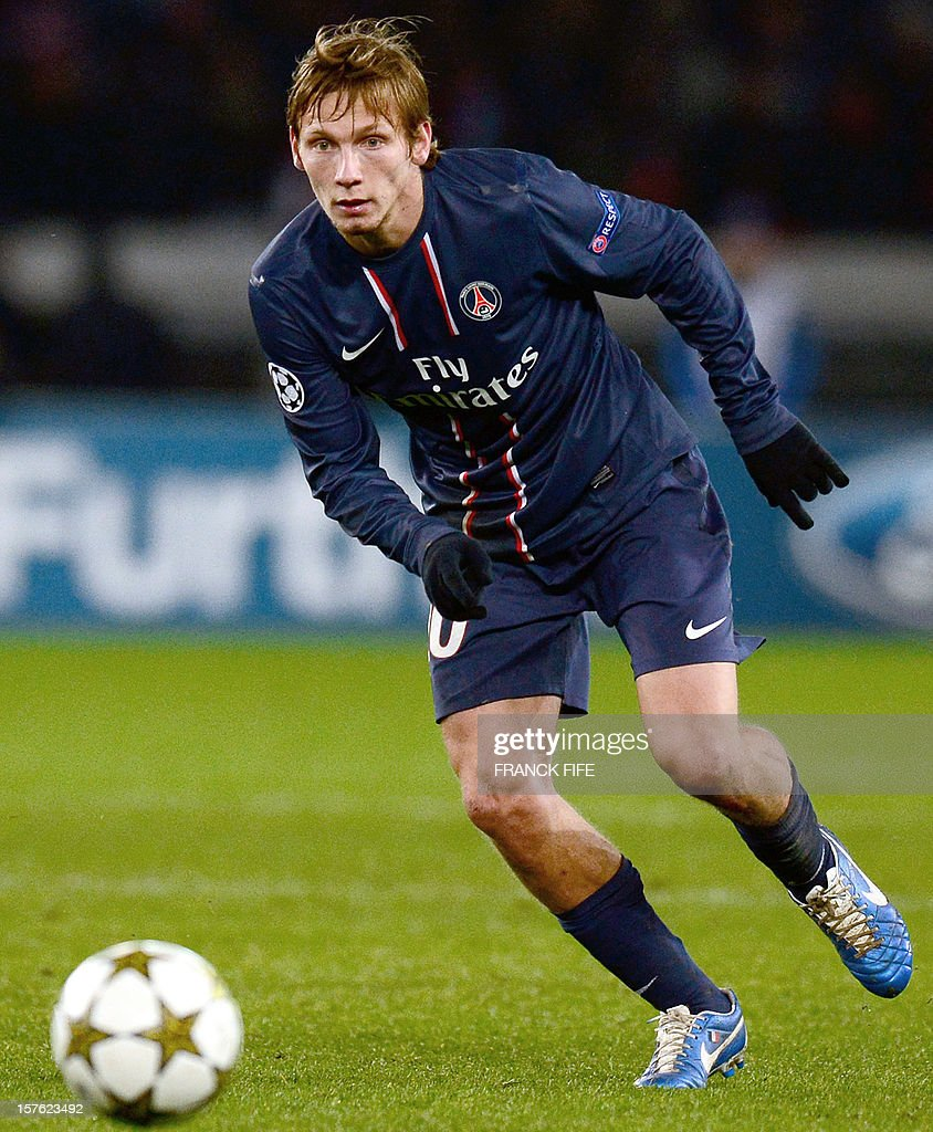Paris Saint-Germain's French midfielder Clement Chantome controls THE BALL during the UEFA Champions League Group A football match Paris Saint-Germain vs Porto on December 4, 2012 at the Parc des Princes stadium in Paris. Paris won 2-1.