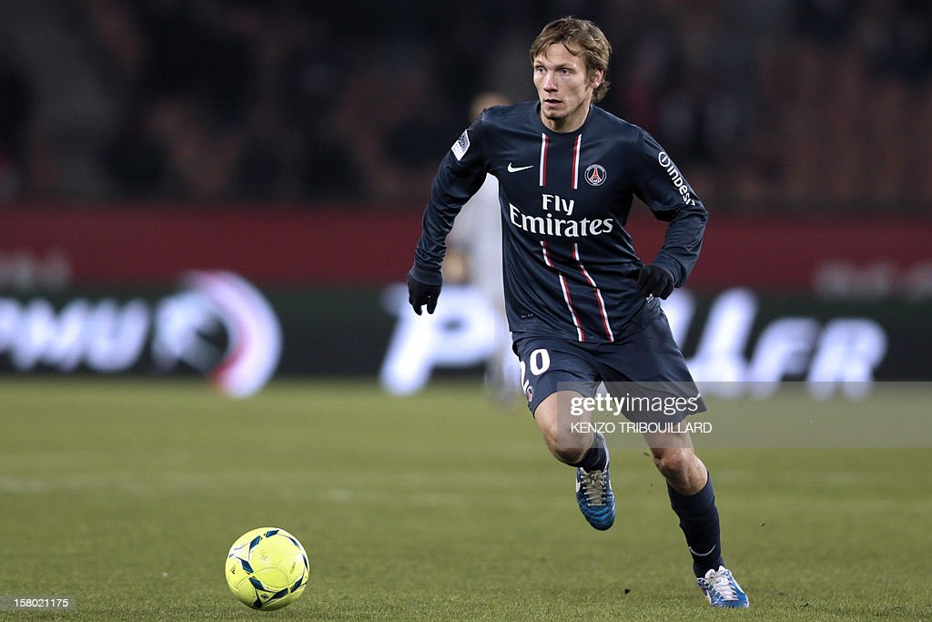 Paris Saint-Germain's French midfielder Clement Chantome controls the ball during the French L1 football match Paris Saint-Germain (PSG) vs Evian Thonon Gaillard (ETGFC) on December 8, 2012 at the Parc des Princes stadium in Paris. Paris won 4-0.