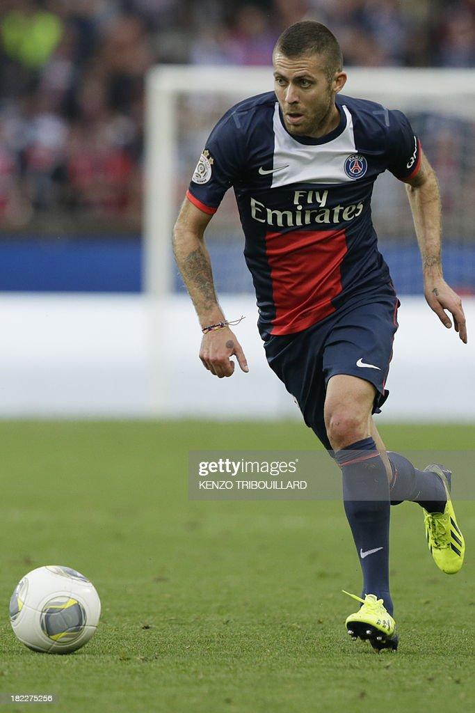 Paris Saint-Germain's French midfielder Jeremy Menez runs with the ball during the French L1 football match Paris Saint-Germain vs Toulouse FC at the Parc des Princes Stadium in Paris on September 28, 2013. PSG won 2-0.