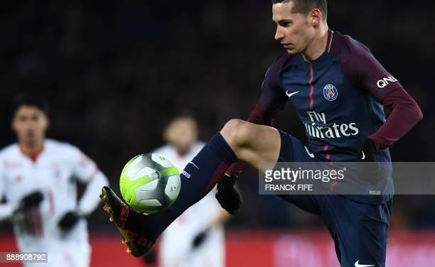 Paris SaintGermain's German midfielder Julian Draxler controls the ball during the French L1 football match between Paris SaintGermain and Lille at...