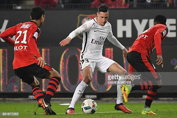 Paris SaintGermain's German striker Julian Draxler vies with Rennes' French midfielder Benjamin Andre and Rennes' Mozambican defender Edson Mexer...