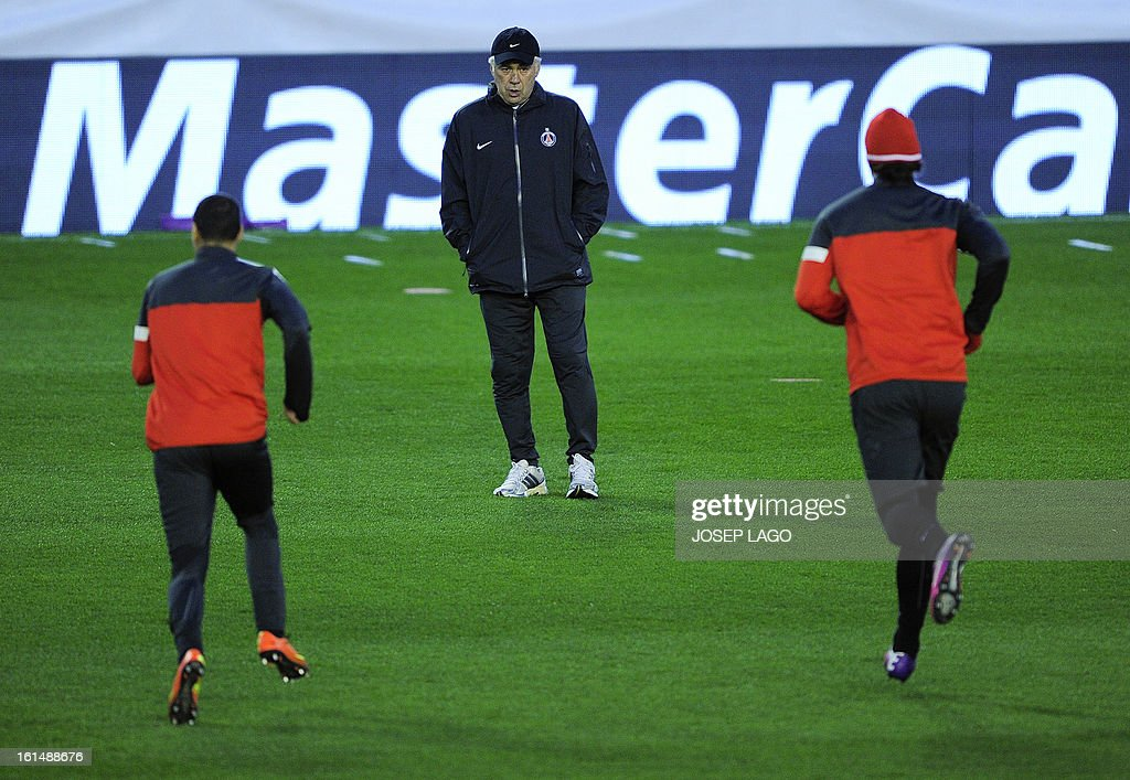 Paris Saint-Germain's Italian coach Carlo Ancelotti (C) watches his players during a training session at Mestalla stadium in Valencia on February 11, 2013 on the eve of their UEFA Champions League football match against Valencia. AFP PHOTO/ JOSEP LAGO